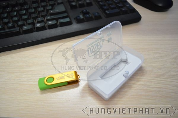 KTX-M---USB-in-khac-logo-Astrazeneca-lam-qua-tang-1-1497435666.jpg