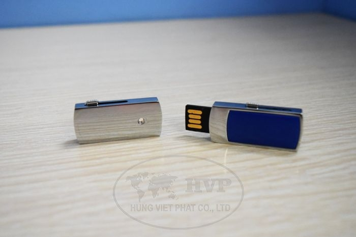 UKV-006-in-logo-lam-qua-tang-khach-hang-1-1529124514.jpg