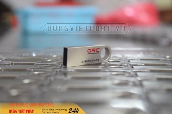 UKV-015---USB-kim-loai-in-logo-cong-ty--tang-su-kien-2-1474519972.jpg